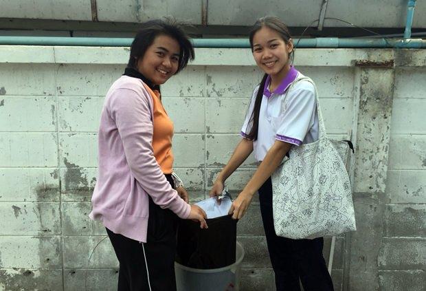Pattayas Polizei wird bewundert für diese strikte Bestrafung der zwei Schülerinnen.