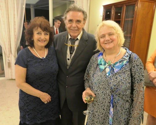 (Von rechts) Botschafterin Dr. Eva Hager mit Pattayas Axel Brauer und Elfi Seitz, der Chefredakteurin von Pattaya Blatt.