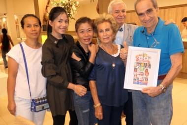 (Von links) Das Geburtstagskind Francesco Braccio mit Gattin Francesca und der Familie Paolo Battaglino.