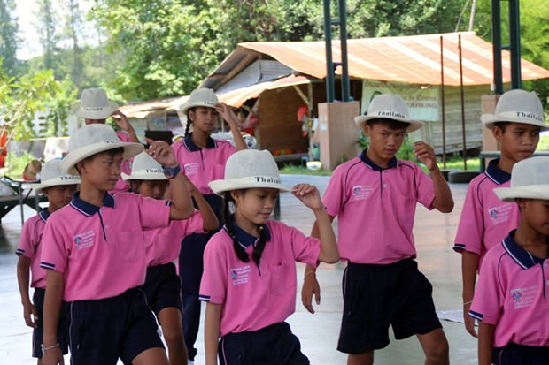 Die Kinder des Centers zeigen ihre tänzerischen Fähigkeiten.