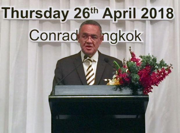 Botschafter Geoff Doidge bei seiner Ansprache.