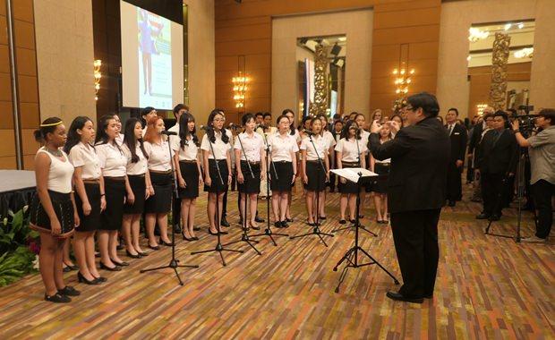 Der Chor der Assumption Universität beim Absingen der Hymnen.