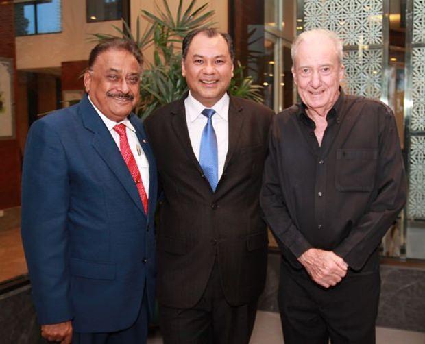 Peter Malhotra, Prem Calais und Dr. Iain Corness.