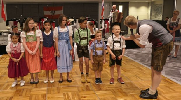 Bei der ersten Wahl wurden allerdings die Kinder-Dirndlkönigin und der Kinder-Lederhosenkönigs ausgesucht.