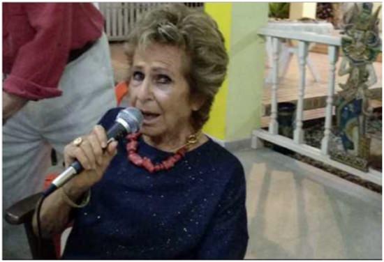 Francesca singt wie einst Edith Piaf.