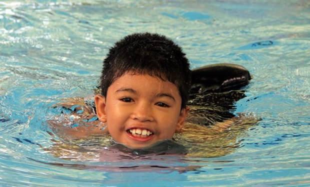 Der Sieger beim Schwimmen.