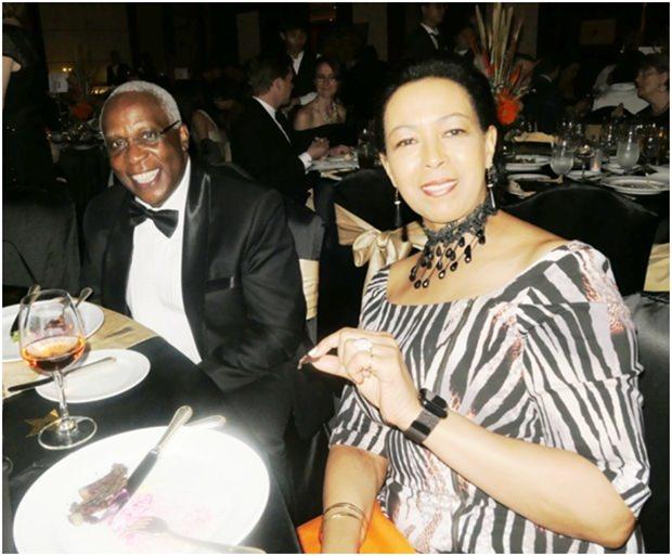 Madame Carol Doidge mit dem Botschafter aus Kenia, SE Patrick Simiyu Wamoto.