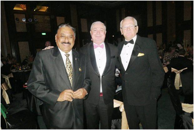 (von links) Peter Malhotra von Pattaya Mail, Eric Hallin GM vom Rembrandt Hotel und Schriftsteller Andrew Wood.