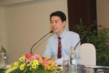 Vizebürgermeister Poramet Ngampichet hat den Vorsitz bei dem Treffen.