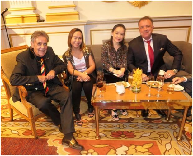 Axel Brauer, Bo Songkram, eine mir unbekannte Thailänderin und Thomas Sack.