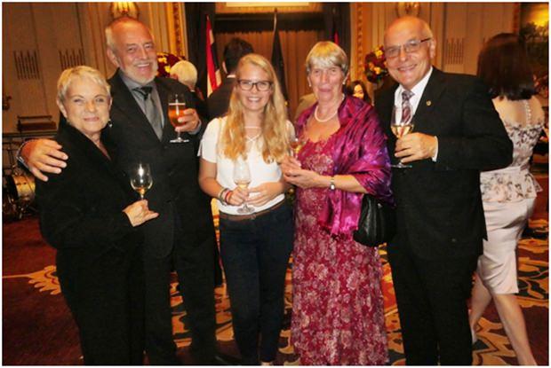 Pattayas Pfarrer Leuschner mit Gattin und Freunden.
