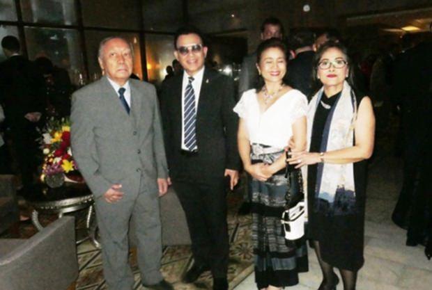 Dr. Chumpol mit Familie