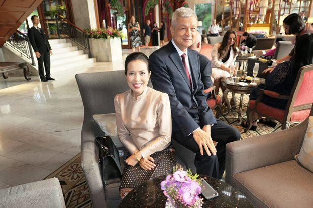 Pattayas vormaliger Vizebürgermeister Apichart Verapal und seine Gattin kamen ebenfalls zum Fest.
