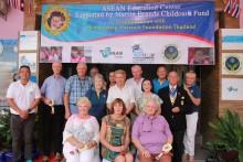 Der de vaan Goosen HMG Education Fund und der Rotary Club Eastern Seaboard werden HHNFT 5 Jahre lang mit 2 Millionen Baht pro Jahr aus dem Martin Brands Projekt unterstützen.