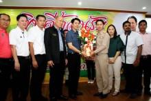 Die beiden Vizebürgermeister Poramet Ngampichet und Mr. Banlue Kullavanijaya Vertreten Pattayas Bürgermsiter Sontaya Kunplome bei der Begrüßung.