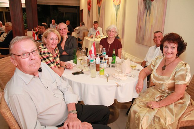 Dreiländermix: (von links) Eberhard und Monika Podleska (Deutschland), Willem und Dinie de Fries (Holland), Johannes Falkensteiner und Elfi Seitz (Österreich).