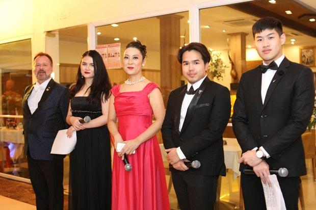 Das Team der Grand Opera Bangkok. Von links: Stefan Sanchez, Mashima Meebanroong, Tae Myata, Kittiphong Kiatprathum und Nuchapong Asavarkan.