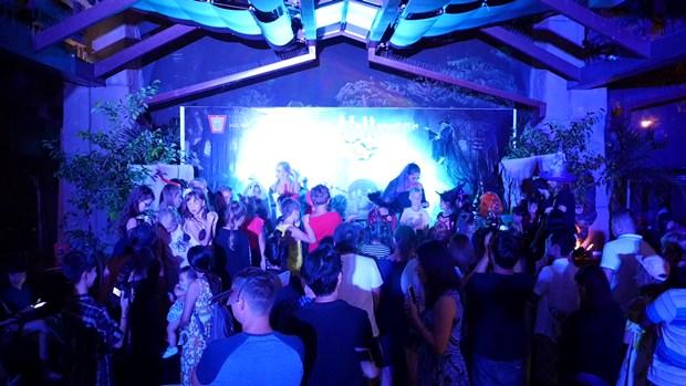 Ein Kostümwettbewerb fand im Centara Grand Mirage Beach Resort statt.