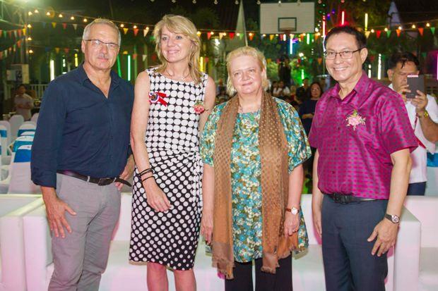 (Von links) Ewald Dietrich der Gründer der HHNFT, Andrea Pernkopf, Direktorin der Lufthansa/Help Alliance Deutschland, Botschafterin Dr. Eva Hager und Sorasith Soontornkes, der Vorsitzende der HHNFT.