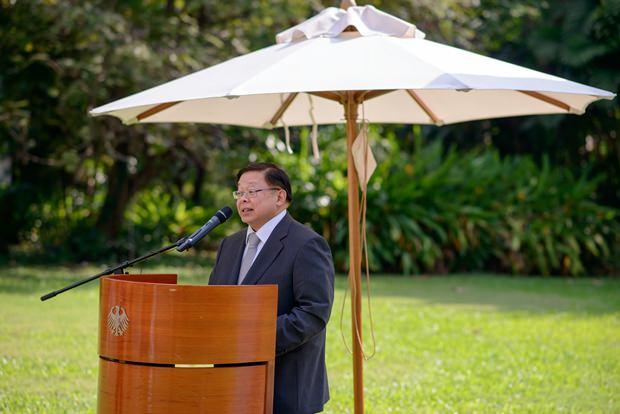 Vize-Außenminister Virasakdi Furtakul bei seiner Ansprache.