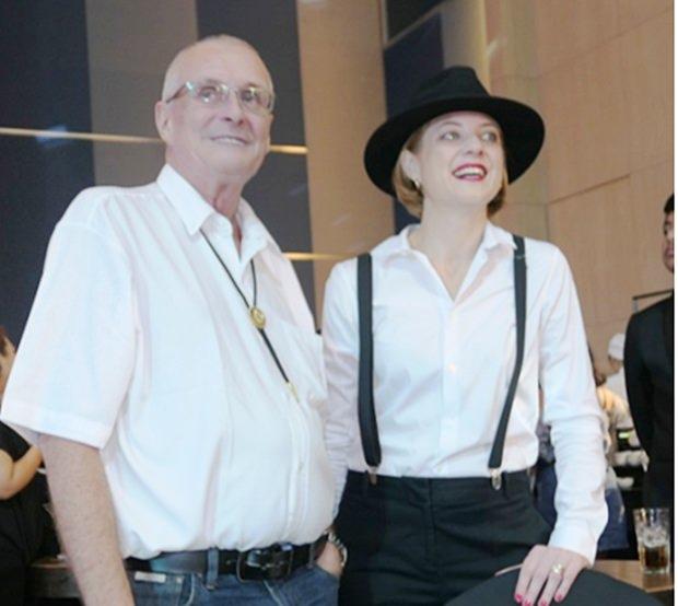 GM Kate Gerits unterhält sich mit Dieter Barth vom Rotary Club Phönix Pattaya.
