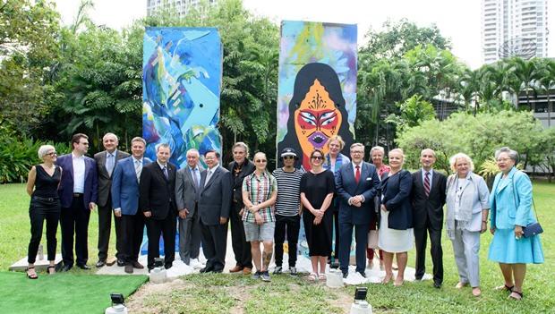 Gemeinschaftsfoto mit den anwesenden Botschaftern.