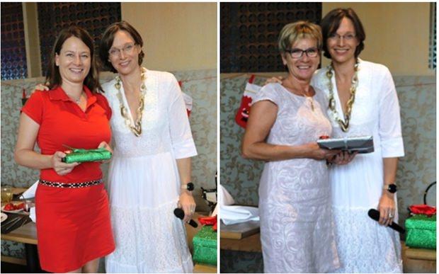 Caroline Braunshofer überereicht Dankesgeschenke an Stefanie Jakobitsch und ihre Mutter.