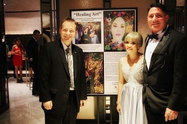 Botschafter Georg Schmidt ehrt das Künstlerpaar durch seine Anwesenheit bei der Eröffnung der Ausstellung.