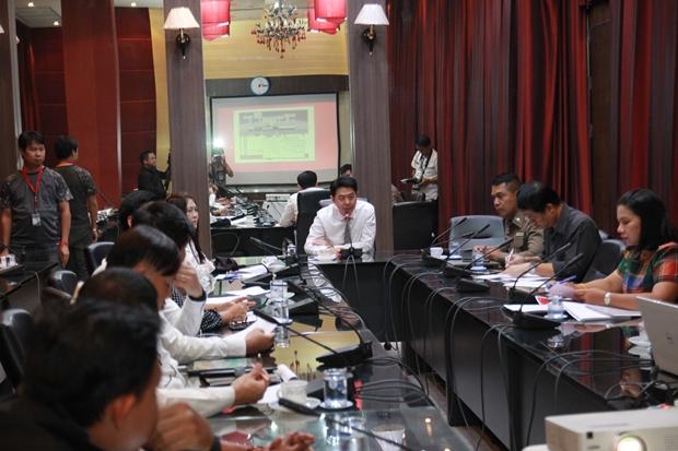 Vizebürgermeister Poramet Ngampichet unterrichtet über die Aktivitäten.