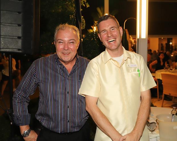 Generalmanager Rene Pisters (links) und Gästeservicemanager Leroy Coster, scheinen den Abend besonders zu genießen.