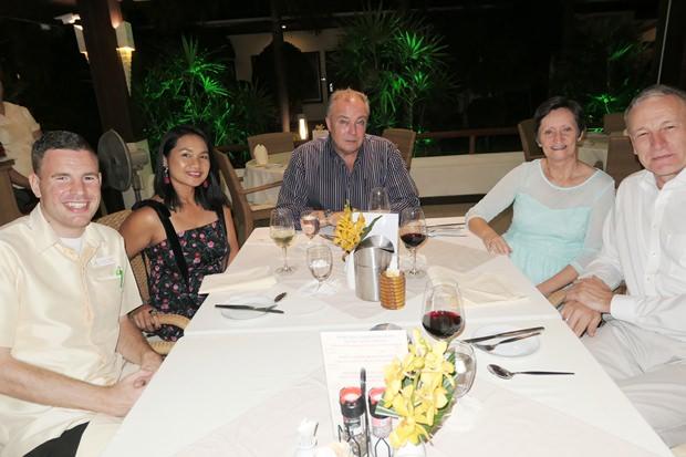(von links) Leroy Coster, Ploy Pisters, Rene Pisters und Gäste aus Holland.