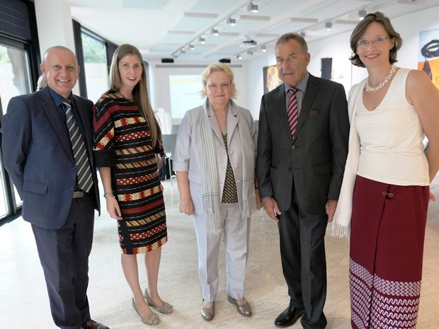 Plausch vor der Wahl. (Von links) Peter Lampl, Judith Schildberger, Botschafterin Dr. Eva Hager, Gottfried Auer und Caroline Braunshofer.