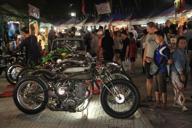 Seltene alte Choppers und Harleys.