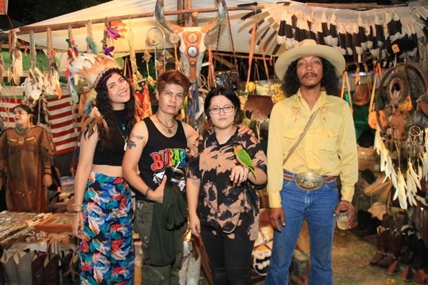 Viele kamen in Cowboykleidung und Indianer-Outfit.