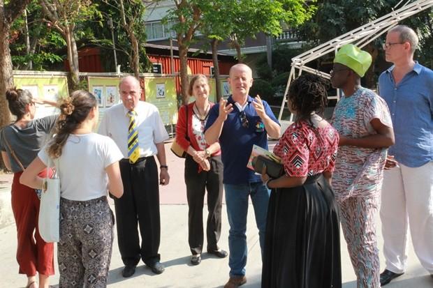 Derek Franklin, PR Direktor der Father Ray Foundation erklärte den Gästen alles Wissenswerte.