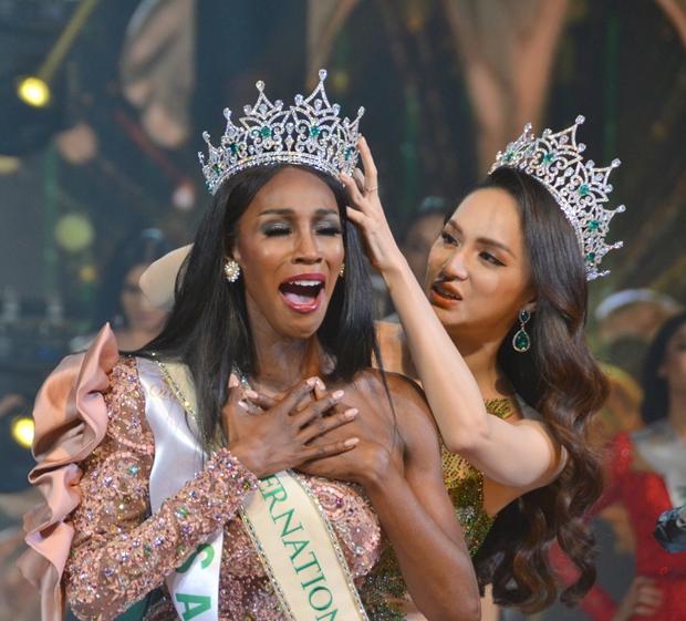 Der Amerikaner Jazell Barbie Royale schlug im Finale zur Wahl der Miss International Queen Telnehmer aus 20 Ländern.