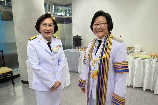 Die beiden leitenden Professorinnen der Chitralada Schule.