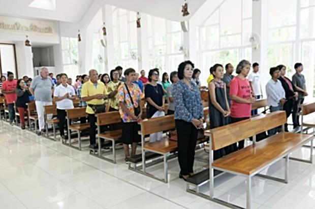 Viele waren gekommen um geheilt zu werden oder Heilungen zu sehen.