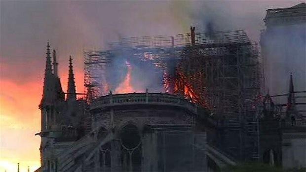 Stundenlang wütete das Feuer in Notre Dame.