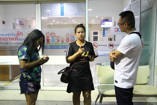 Thitima Changklay (im schwarzen T-shirt) gab an, dass es vor der Schie3erei zu Streitigkeiten gekommen sei.