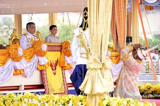 König Maha Vajiralongkorn und Königin Suthida nehmen an der königlichen Pflugzeremonie in Bangkok teil.