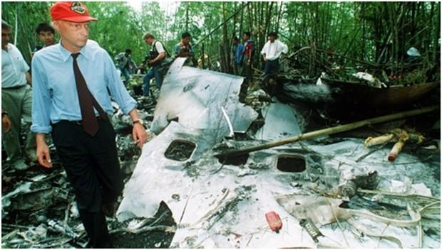 Niki Lauda vor Ort be idem entsetzlichen Flugabsturz über Thailand's Dschungel.