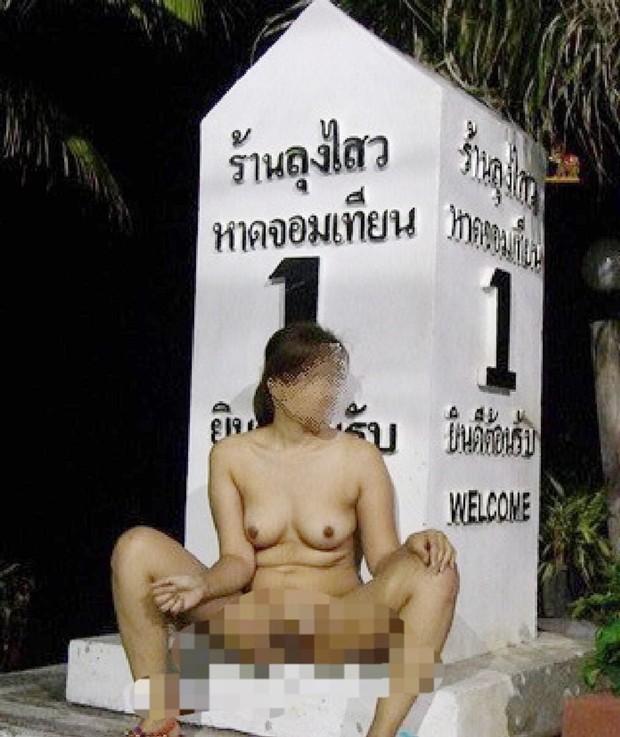 Das Foto einer Thai Lady im Alter zwischen 30 und 40 Jahren, in der Kleidung wie Gott sie schuf, wurde in den sozialen Medien gepostet.