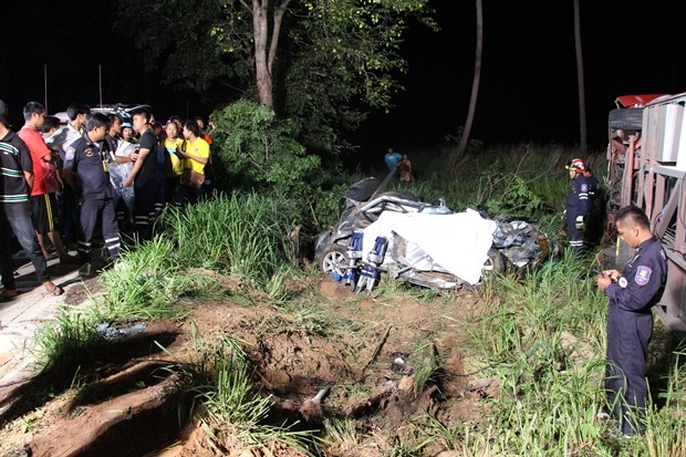 Car collision with 7 injured people and one dead person on Rong Po Road, Takientia, Moo 4 Takientia, Banglamung, Chonburi