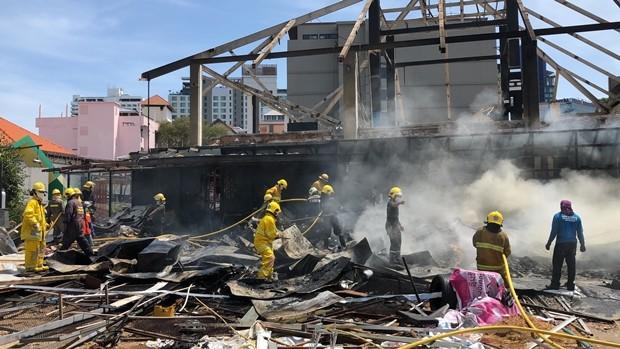 Fünf Feuerwehrautos löschten den Brand in kurzer Zeit.