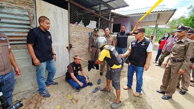 Der 49-jährige Poj Worakaew aus Banpotpisai, Nakornsawan, wurde des MOrdes an seinem Freund angklagt.