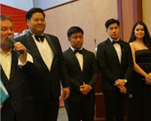 Das Team der Grand Opera Thailand mit Gründer Stefan Sanchez (ganz links)
