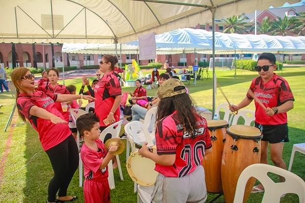 Das Cheerleader Team der Unterstützer.
