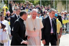 Der Papst wird in Nakhon Pathom empfangen.