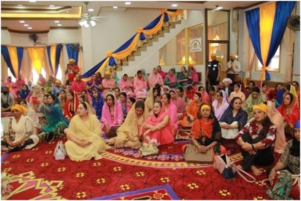Die Sikh Lady's Gemeinschaft erwarten die Ehrengäste.